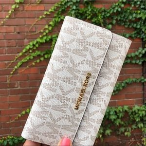 SALE!! NWT Michael Kors Wallet in Vanilla/Acorn